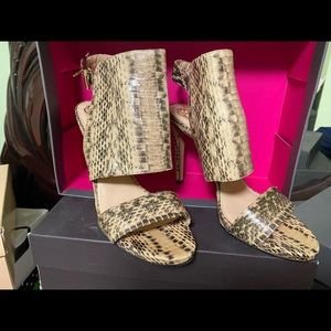 Vince camuto heels size 10
